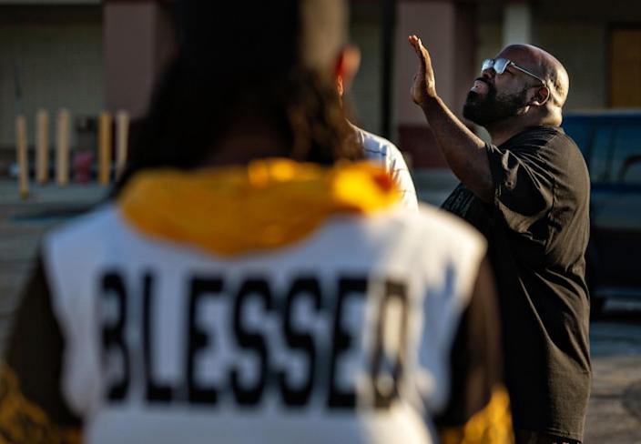 "Pastor Donovan Price leads a prayer circle on the South Side of Chicago. Gun violence in the city is reaching record highs as the White House plans to dispatch federal agents. <span class=""copyright"">(Jason Armond / Los Angeles Times)</span>"