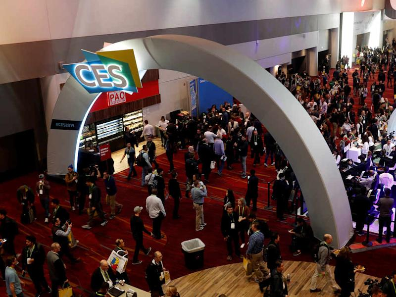 People make their way through the lobby of the Las Vegas Convention Center during the 2019 CES. Image: Reuters
