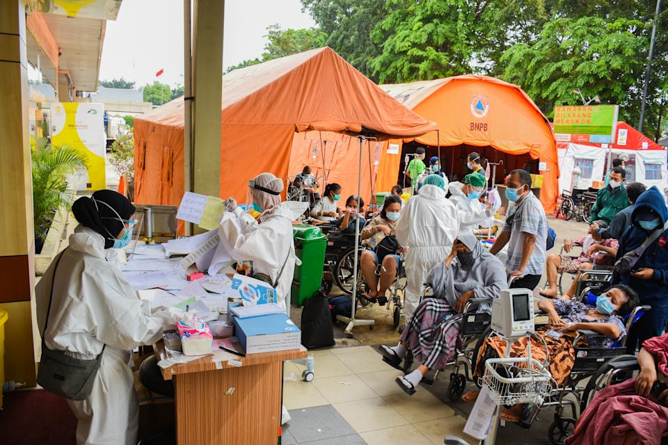 A number of patients infected with Covid-19 wait in line to enter the treatment room at the Bekasi Regional General Hospital (RSUD), West Java, on Monday. Source: Photo by Ahmad Soleh/Sipa USA