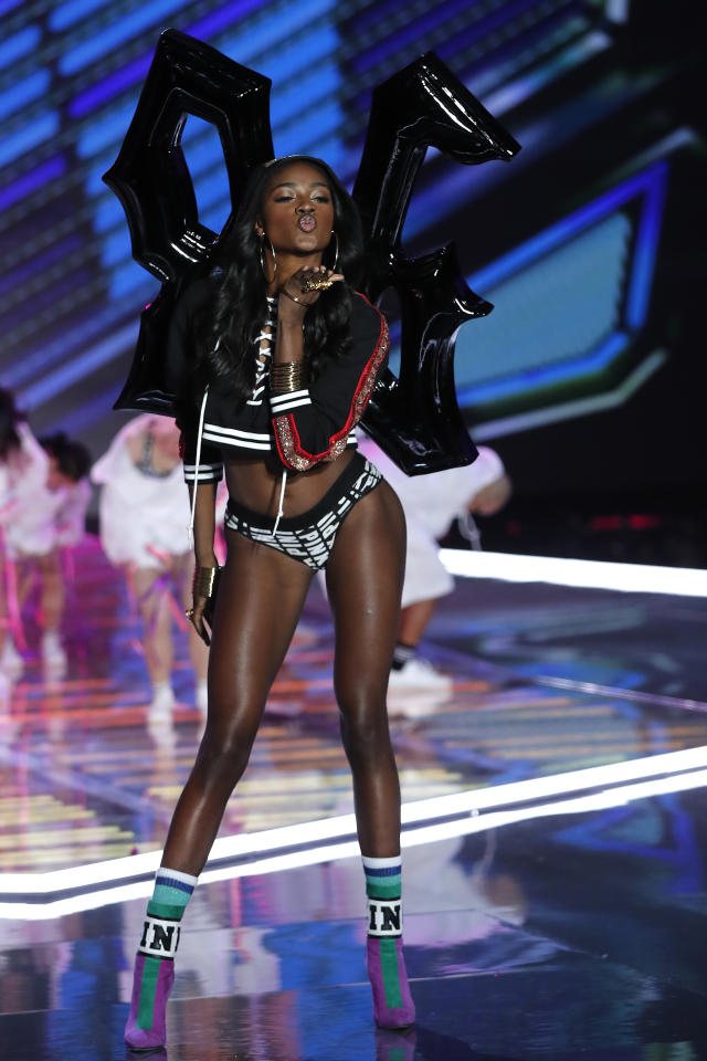 <p>American model Zuri Tibby presents a Pink collection during the Victoria's Secret fashion show at the Mercedes-Benz Arena in Shanghai, China on Monday, Nov. 20, 2017. (AP Photo/Andy Wong) </p>