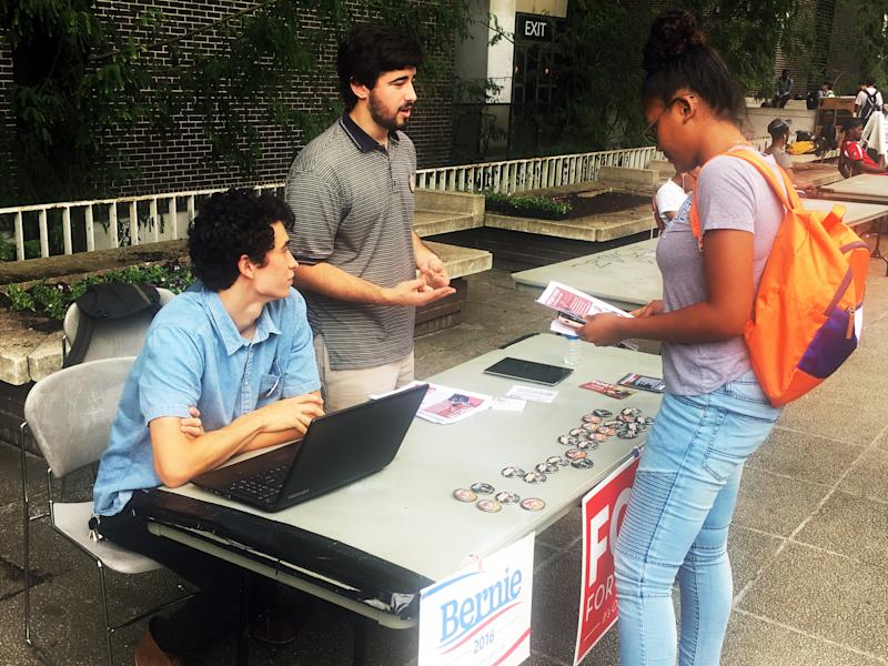 Jonathan Bo-o (left) and Matthew Golden (center) talk to a fellow student at Georgia State University about Fort's mayoral bid. (Daniel Marans/HuffPost)