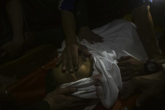 <p>Relatives and friends mourn the death of 15-year-old Palestinian Mohammed Ibrahim Ayoub, who was reportedly shot and killed by the Israeli troops during clashes along the Israel-Gaza border, on April 20, 2018. (Photo: Fabio Bucciarelli for Yahoo News) </p>