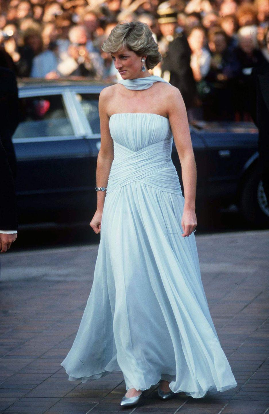 <p>One of Princess Diana's most iconic red carpet looks was the strapless chiffon Catherine Walker gown she wore to the Cannes Film Festival in 1987, which is reminiscent of Cinderella's famous dress. </p>