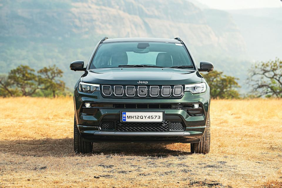 Jeep Compass 2021 Facelift India: Flanking the refreshed grille are new LED headlamps which are sleeker and are integrated with LED DRLs.