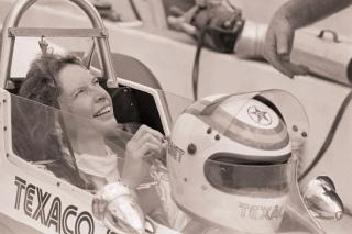 Janet Guthrie gives a smile to her pit crew after turning in a few practice laps prior to what would be the final Indianapolis 500 of her career in 1979. Photo: Getty Images.