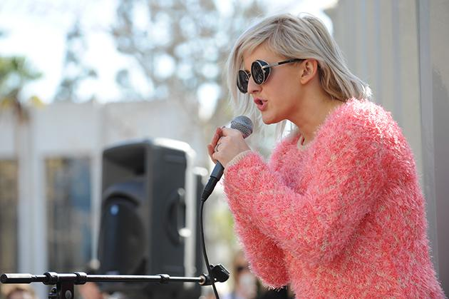 "<a href=""http://music.yahoo.com/blogs/live/ellie-goulding-surprises-fans-at-lacma-with-performance-for-crash-concerts--011738698.html"" target=""_blank"">Y! Crash Concerts Presents: Ellie Goulding at LACMA in Los Angeles, CA</a>"