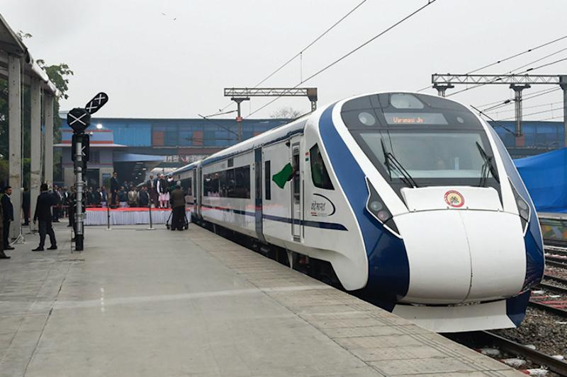 Vande Bharat Express to Soon Get 'Air Hostesses and Flight Stewards' on Board for Food Service