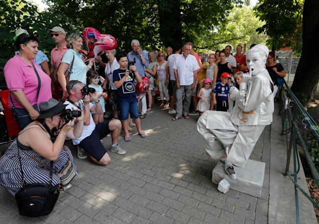 "<p>An artist called ""Aladin"" takes part in the festival ""Statues en Marche"" in Marche-en-Famenne, Belgium, July 22, 2018. (Photo: Yves Herman/Reuters) </p>"
