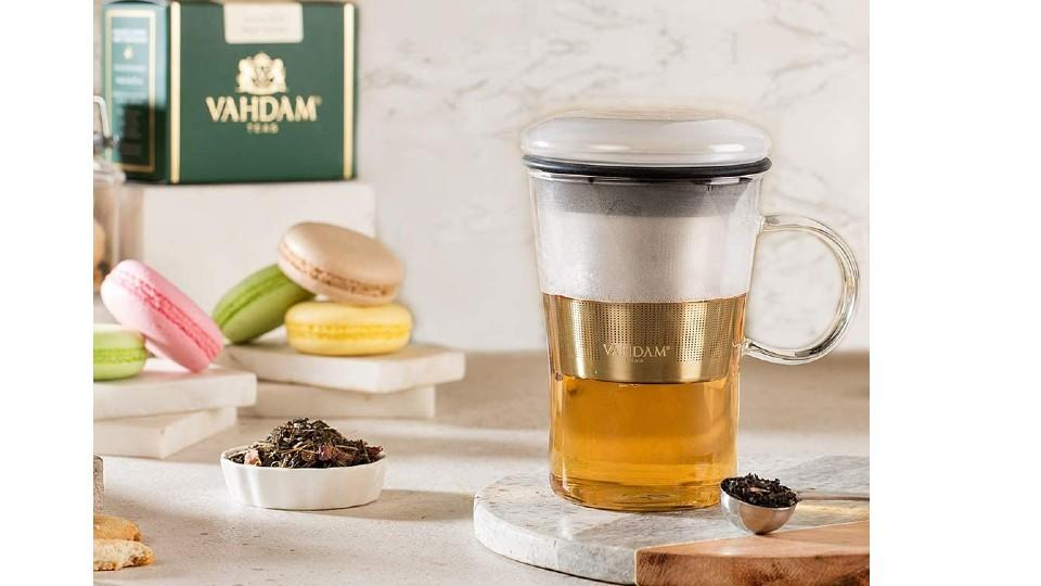 VAHDAM Sparkle-Glass Tea Cup with Infuser. (Image via Amazon)