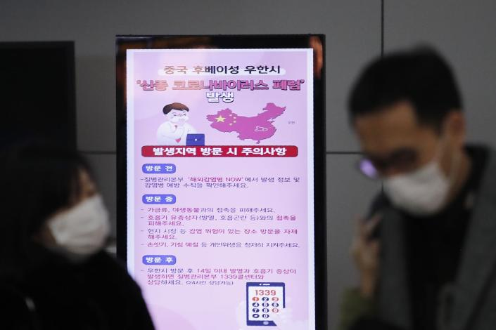 "<span class=""caption"">At Incheon International Airport in South Korea, a poster warns about coronavirus as passengers wear masks in a departure lobby.</span> <span class=""attribution""><a class=""link rapid-noclick-resp"" href=""http://www.apimages.com/metadata/Index/China-Outbreak-Airlines/e02e3b852a8f470ab7a48fe891496266/1/0"" rel=""nofollow noopener"" target=""_blank"" data-ylk=""slk:AP Photo / Ahn Young-joon"">AP Photo / Ahn Young-joon</a></span>"