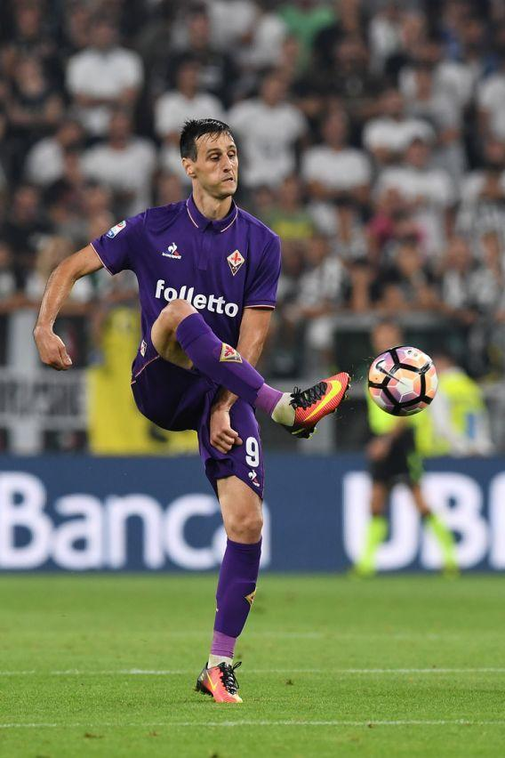 <p>A Montella piace molto il giocatore della Fiorentina. L'attaccante croato è stato inseguito a lungo a gennaio dal Tianjin Quanjian la squadra cinese allenata da Fabio Cannavaro. (Photo by Valerio Pennicino/Getty Images) </p>