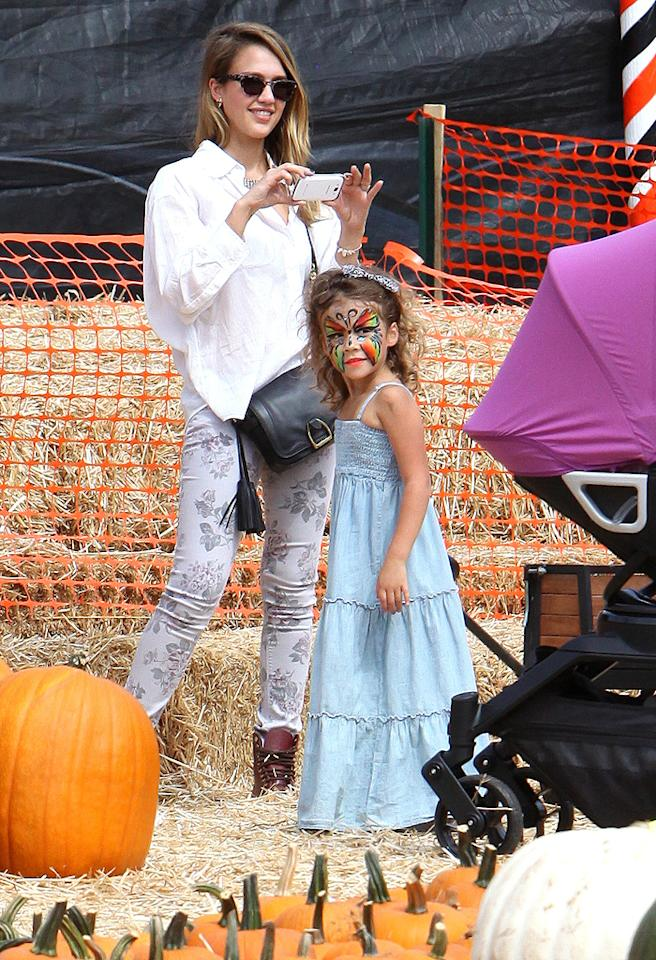 "Jessica Alba's daughter 4-year-old daughter Honor is getting big! The mommy-daughter duo took Honor's 1-year-old sister Haven along for a fun day at the famous Mr. Bones Pumpkin Patch in West Hollywood, California. (10/7/2012)<br><div style=""display:none;"" class=""skype_pnh_menu_container""><div class=""skype_pnh_menu_click2call""><a class=""skype_pnh_menu_click2call_action"">Call</a></div><div class=""skype_pnh_menu_click2sms""><a class=""skype_pnh_menu_click2sms_action"">Send SMS</a></div><div class=""skype_pnh_menu_add2skype""><a class=""skype_pnh_menu_add2skype_text"">Add to Skype</a></div><div class=""skype_pnh_menu_toll_info""><span class=""skype_pnh_menu_toll_callcredit"">You'll need Skype Credit</span><span class=""skype_pnh_menu_toll_free"">Free via Skype</span></div></div>"