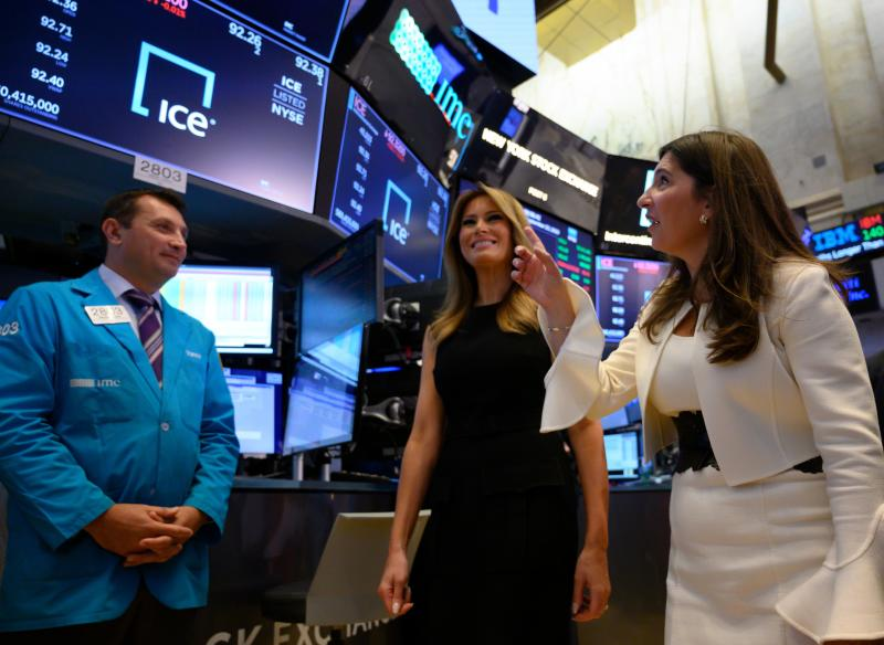 US First Lady Melania Trump(C) visits the New York Stock Exchange, along with NYSE President Stacey Cunningham on September 23, 2019 in New York. (Photo by Don Emmert / AFP) (Photo credit should read DON EMMERT/AFP via Getty Images)