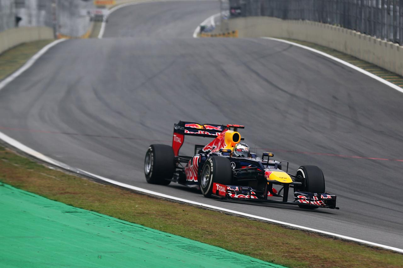 SAO PAULO, BRAZIL - NOVEMBER 25:  Sebastian Vettel of Germany and Red Bull Racing finds himself last at the end of lap one of the Brazilian Formula One Grand Prix at the Autodromo Jose Carlos Pace on November 25, 2012 in Sao Paulo, Brazil.  (Photo by Mark Thompson/Getty Images)