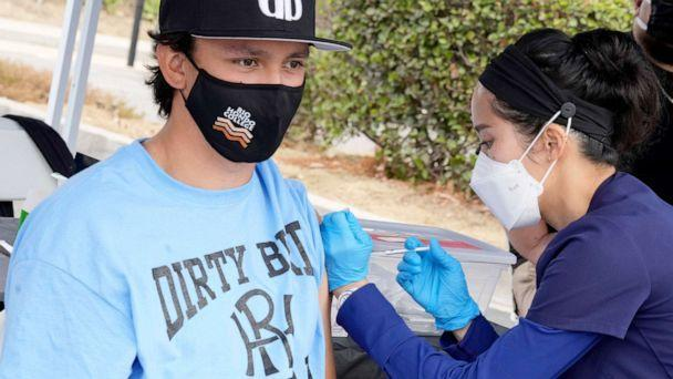 PHOTO: A nurse gives the Pfizer vaccine to a student during a Coronavirus vaccination clinic at Rio Hondo College in Whittier, Calif., Sept. 1, 2021. (Pasadena Star-News/MediaNews Group via Getty Images)