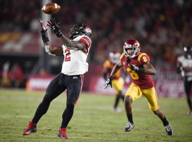 "Utah running back <a class=""link rapid-noclick-resp"" href=""/ncaaf/players/264314/"" data-ylk=""slk:Zack Moss"">Zack Moss</a> (2) has rushed for nearly 1,100 yards through nine games. (AP Photo/Kelvin Kuo)"