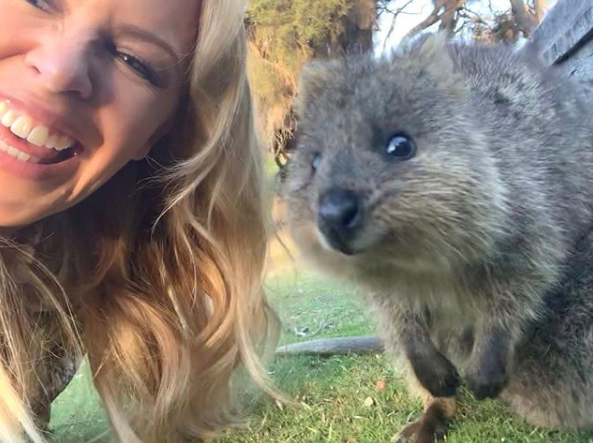 The Aussie pop icon (pictured here with a Quokka in December 2019) is doing her bit for her 'homeland'. Photo: Instagram/kylieminogue.