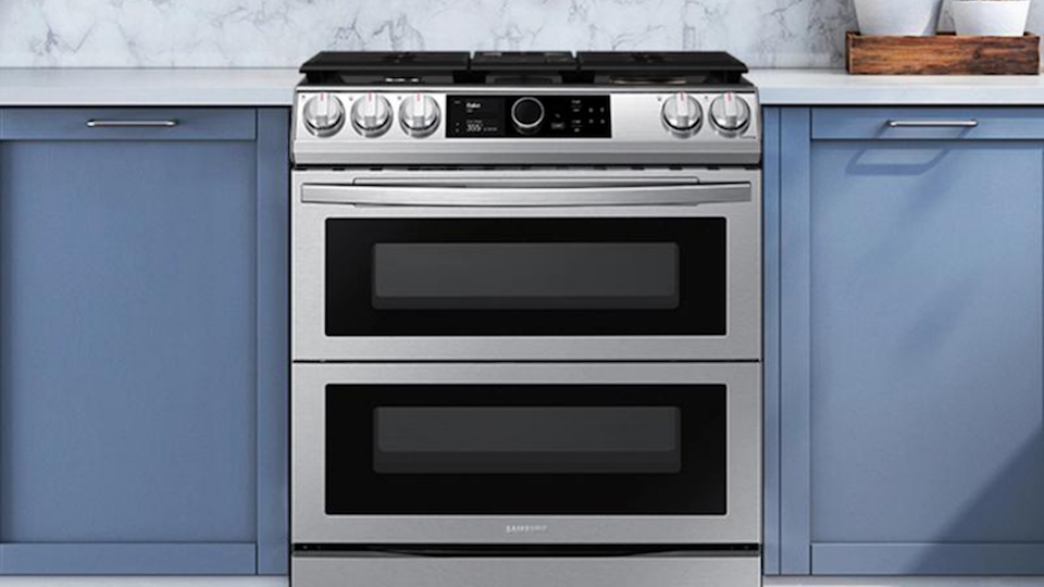 This smart range offers many tech-forward features, including a smart dial, Wi-Fi, and an air fry setting.