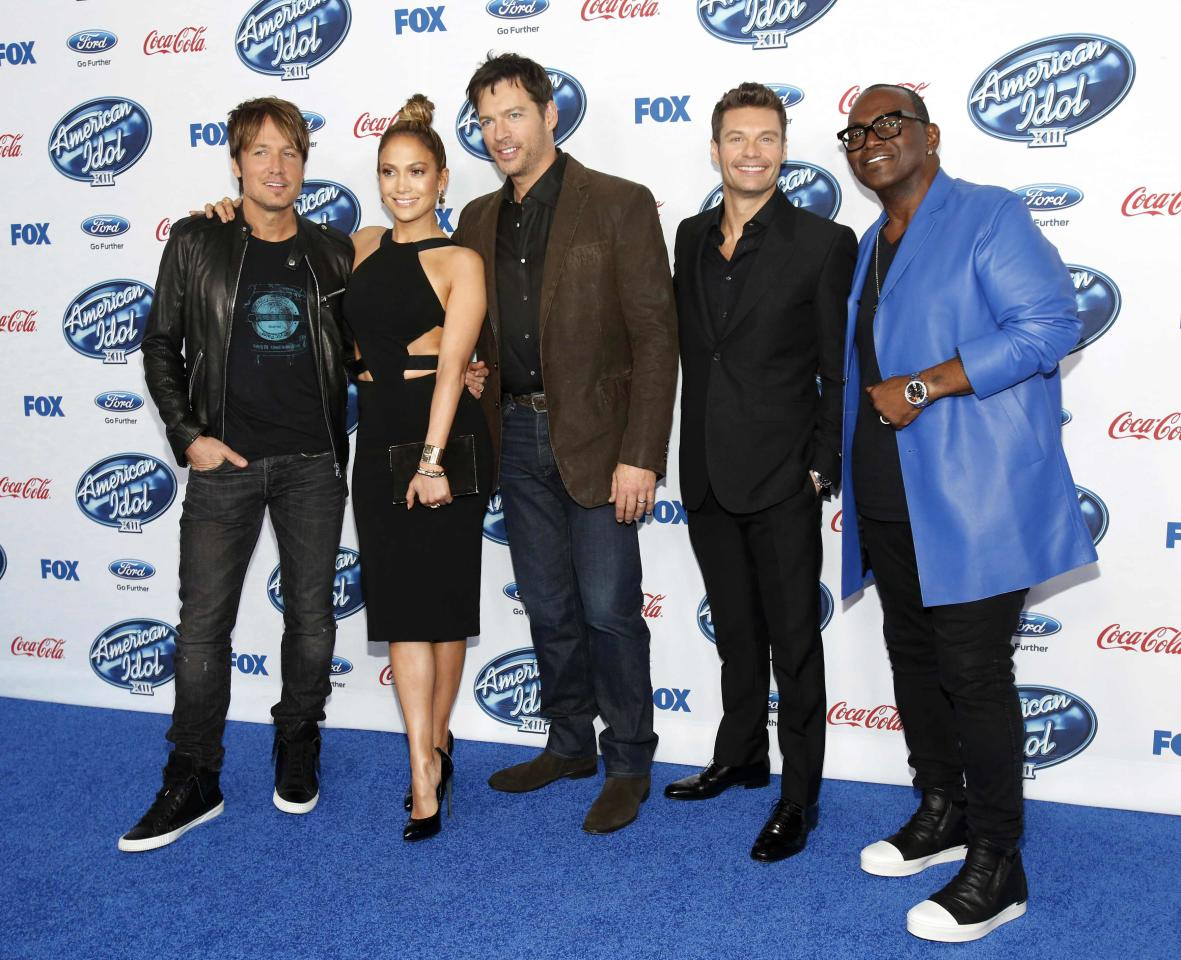 "Singers and judges Keith Urban (L), Jennifer Lopez and Harry Connick, Jr. (C) pose with host Ryan Seacrest (2nd R) and producer Randy Jackson at the party for the finalists of ""American Idol XIII"" in West Hollywood, California February 20, 2014. REUTERS/Mario Anzuoni (UNITED STATES - Tags: ENTERTAINMENT)"