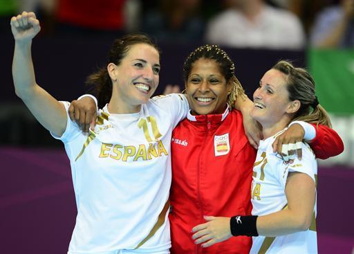 (FromL) Spain's leftwing Elisabeth Pinedo Saenz, rightback Marta Mangue Gonzalez and leftwing Vanessa Amoros Quiles celebrate their victory at the end of the women's preliminary Group B handball match Norway vs Spain for the London 2012 Olympics Games on August 5, 2012 at the Copper Box hall in London. Spain won 25-20. AFP PHOTO/ JAVIER SORIANO