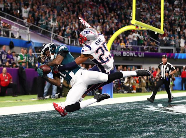 Feb 4, 2018; Minneapolis, MN, USA; Philadelphia Eagles wide receiver Alshon Jeffery (17) catches a touchdown pass ove rNew England Patriots cornerback Eric Rowe (25) in the first quarter in Super Bowl LII at U.S. Bank Stadium. Mandatory Credit: Mark J. Rebilas-USA TODAY Sports TPX IMAGES OF THE DAY