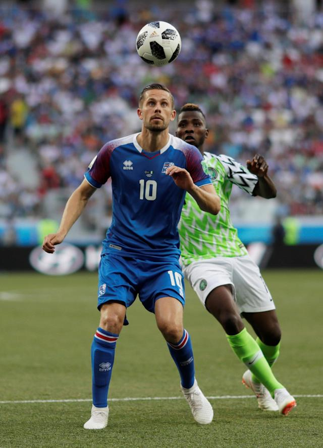 Soccer Football - World Cup - Group D - Nigeria vs Iceland - Volgograd Arena, Volgograd, Russia - June 22, 2018 Iceland's Gylfi Sigurdsson in action with Nigeria's Kelechi Iheanacho REUTERS/Ueslei Marcelino