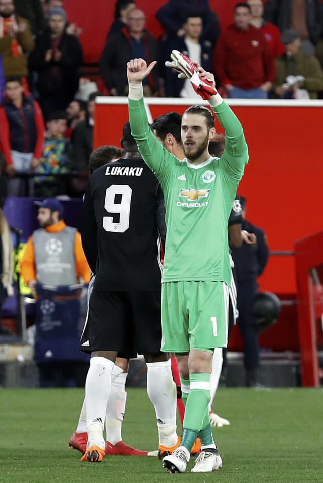 Manchester United goalkeeper David de Gea, right, gestures to the supporters at the end of the Champions League round of sixteen first leg soccer match between Sevilla FC and Manchester United at the Ramon Sanchez Pizjuan stadium in Seville, Spain, Wednesday, Feb. 21, 2018. (AP Photo/Miguel Morenatti)