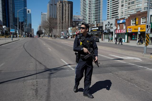 <p>An Ontario Provincial Police officer responds to an incident where a van struck multiple people at a major intersection in Toronto's northern suburbs in Toronto, Ontario, Canada, April 23, 2018. (Photo: Chris Donovan/Reuters) </p>