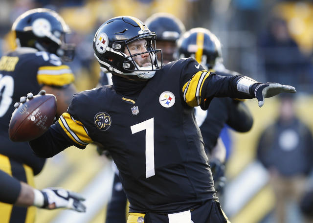 Ben Roethlisberger said that he plans to put a hold on the Mason Rudolph era in Pittsburgh and wants to play for three to five more years. (AP)