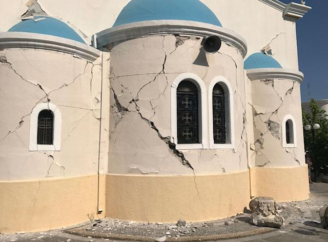 <p>Cracks are seen on the facade of a church after an earthquake in Kos on the island of Kos, Greece Friday, July 21, 2017. (Photo: Michael Probst/AP) </p>
