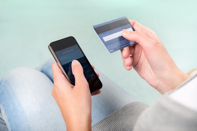 D0G6PE Woman verifies account balance on smartphone with mobile banking application.  mobile banking phone Mobile; Phone; Bankin