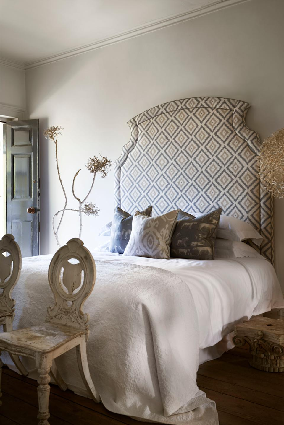 <p>Have fun coordinating your headboard with wallpapers </p>Andrew Martin