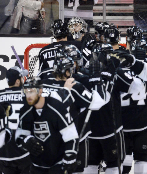 Los Angeles Kings goalie Jonathan Quick, second from upper left, is congratulated by right wing Justin Williams, upper left, after they defeated the Chicago Blackhawks 3-1 in Game 3 of the NHL hockey Stanley Cup Western Conference finals, Tuesday, June 4, 2013, in Los Angeles. (AP Photo/Mark J. Terrill)