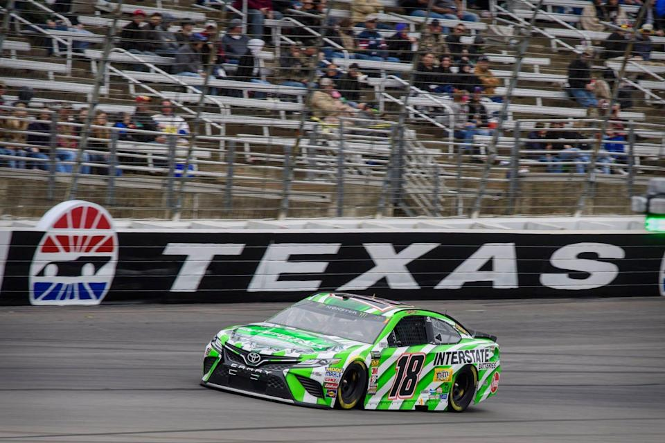 Kyle Busch races at Texas Motor Speedway in 2018.