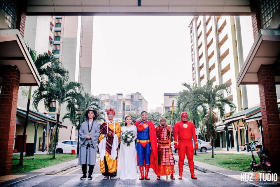 """The couple were joined by the groomsmen, who wore costumes of the Flash and characters from the """"Journey to the West"""". (Photo: Huz Studio)"""