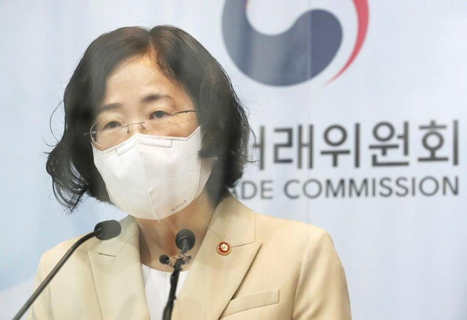 Joh Sung-wook, chair of South Korea's Fair Trade Commission, announces plans to fine Google (AP)