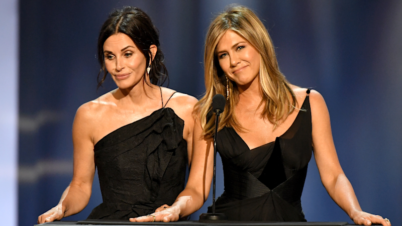 Courteney Cox Just Reacted to Rumors About Jennifer Aniston & Brad Pitt Being in 'Love'
