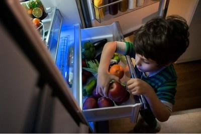 Beko's remarkable EverFresh+® and Active Fresh Blue Light technology, meticulous temperature management, and precise humidity control combine to keep fresh food fresher up to 30% longer than an average refrigerator – up to 30 days.