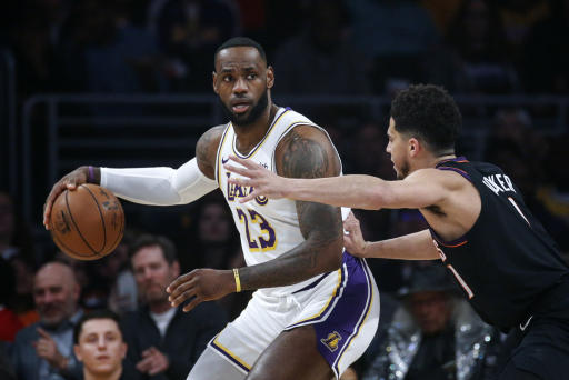 Lakers dominate then turn cold in win over Suns