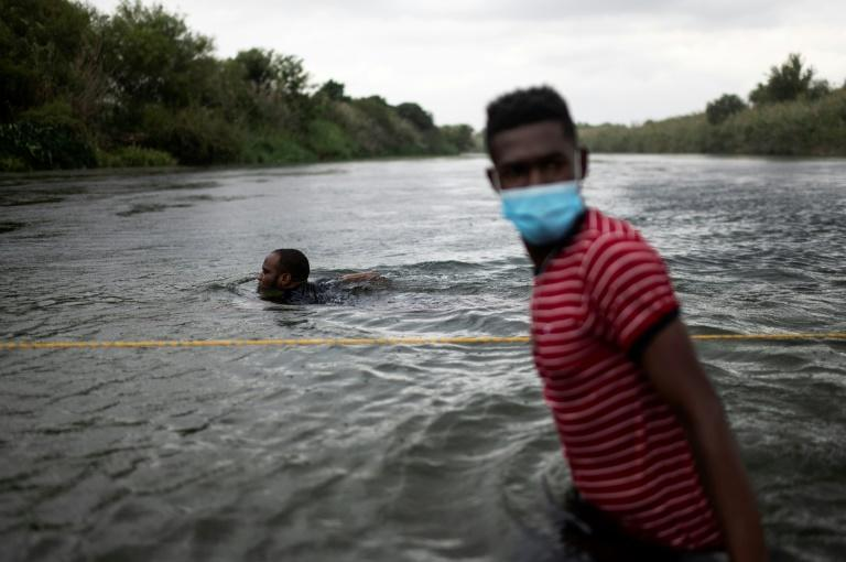 The migrants cross to the Mexican side of the Rio Grande to look for somewhere to rest, buy food or seek medical treatment (AFP/PEDRO PARDO)