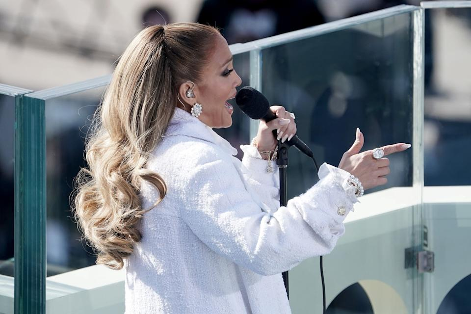 """Jennifer Lopez performs a medley of""""This Land Is Your Land"""" and """"America the Beautiful"""" (with a quick nod to her song, """"Let's Get Loud""""). (Photo: Pool via Getty Images)"""