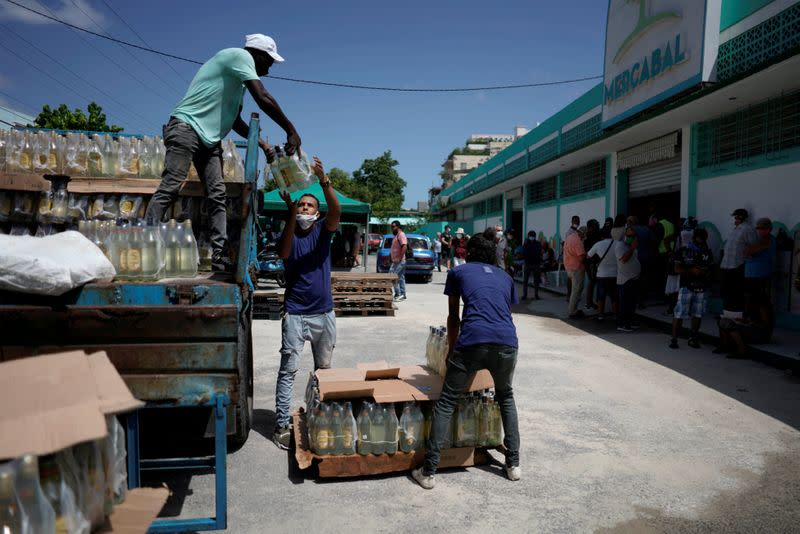 FILE PHOTO: Workers unload products at the first wholesale outlet for private eateries in Havana