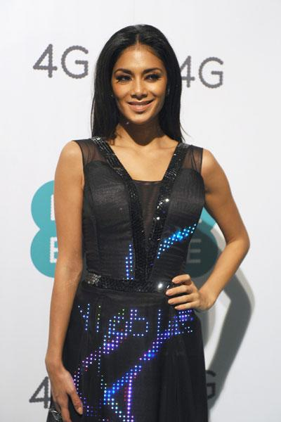 Scherzinger's eye-catching gown is constructed from eight meters of French silk chiffon, with more than 500 Swarovski crystals and over 2,000 LED lights. These lights spelled out Tweets sent by fans in real time throughout the event. (Photo by Ferdaus Shamim/WireImage)