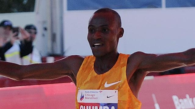 Kenyan runner Dickson Chumba was crowned men's champion, while Ethiopia's Birhane Dibaba won the women's race in Tokyo Sunday.