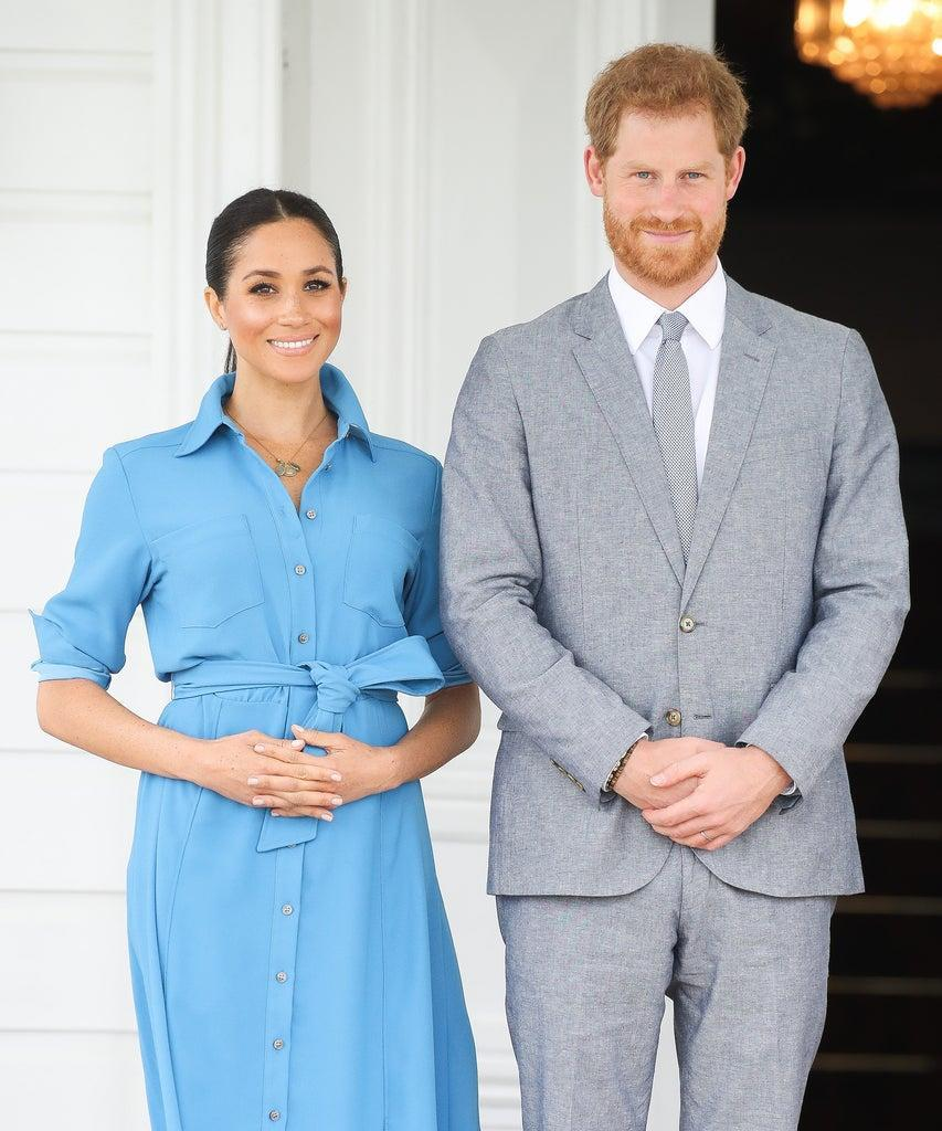 NUKU'ALOFA, TONGA – OCTOBER 26: Prince Harry, Duke of Sussex and Meghan, Duchess of Sussex Standing with King Tupou VI and Queen NanasipauÔu TukuÔaho of Tonga at the farewell with His Majesty King Tupou VI on October 26, 2018 in Nuku'alofa, Tonga. The Duke and Duchess of Sussex are on their official 16-day Autumn tour visiting cities in Australia, Fiji, Tonga and New Zealand. (Photo by Chris Jackson/Getty Images)