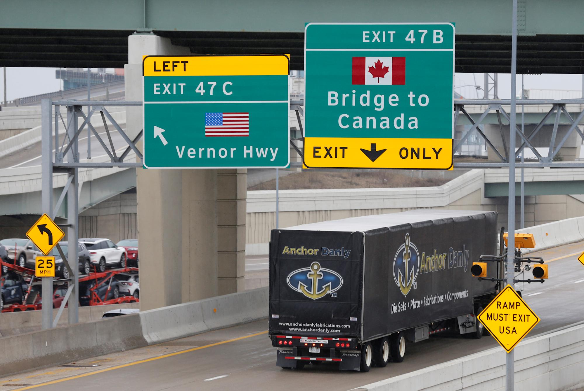 Canada-U.S. border opening: COVID-19 fourth wave won't come from American travellers, Canada's top doctor says