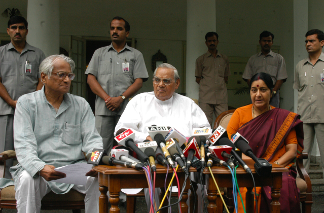 <p>Vajpayee with George Fernandes and Sushma Swaraj at a press conference. </p>