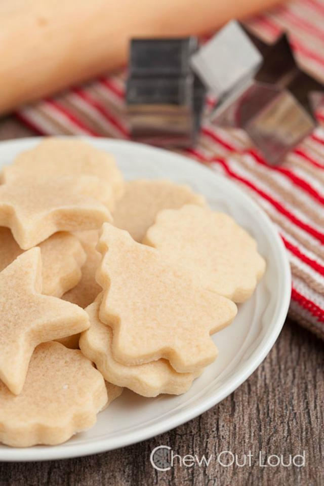 20 Deliciously Simple Christmas Biscuits To Bake This Winter
