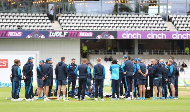 England's players shared a moment's silence in honour of Dexter prior to the second day at Headingley