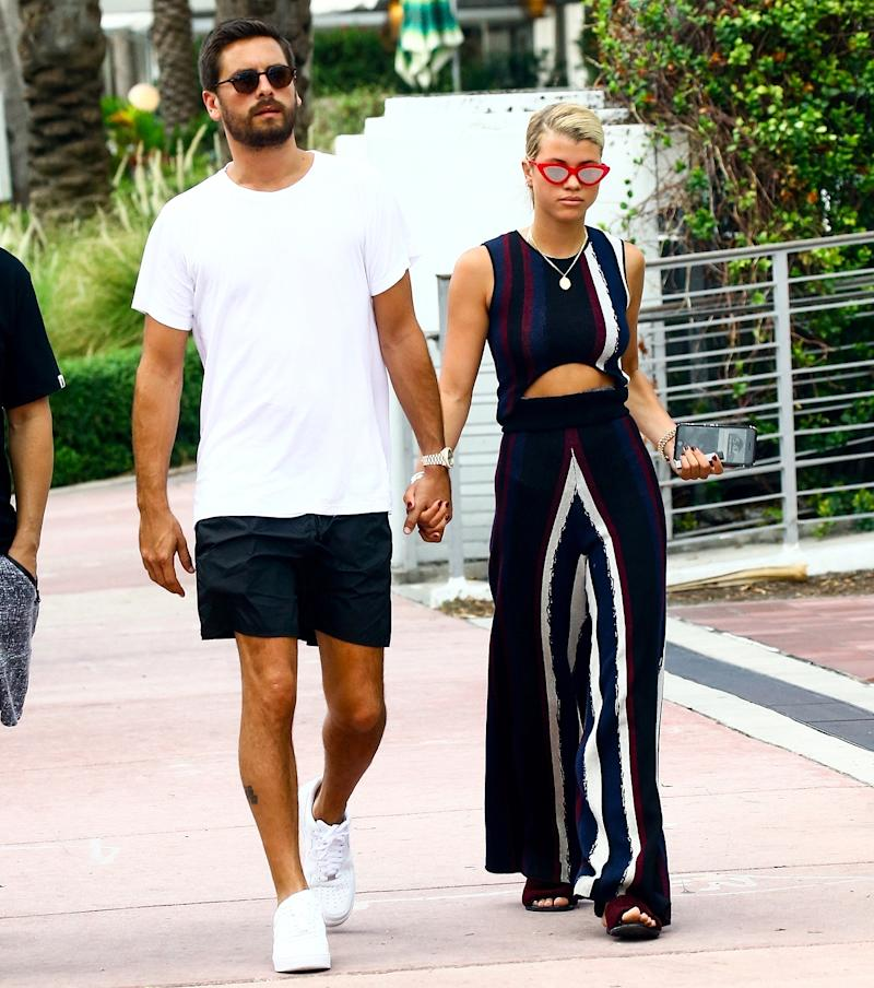 Sofia Richie And Scott Disick Dating >> Sofia Richie Kisses Scott Disick During Romantic Plane Ride
